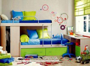 Яркая детская с двухъярусной кроватью