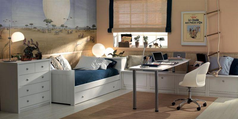 Светлая детская комната с белой мебелью