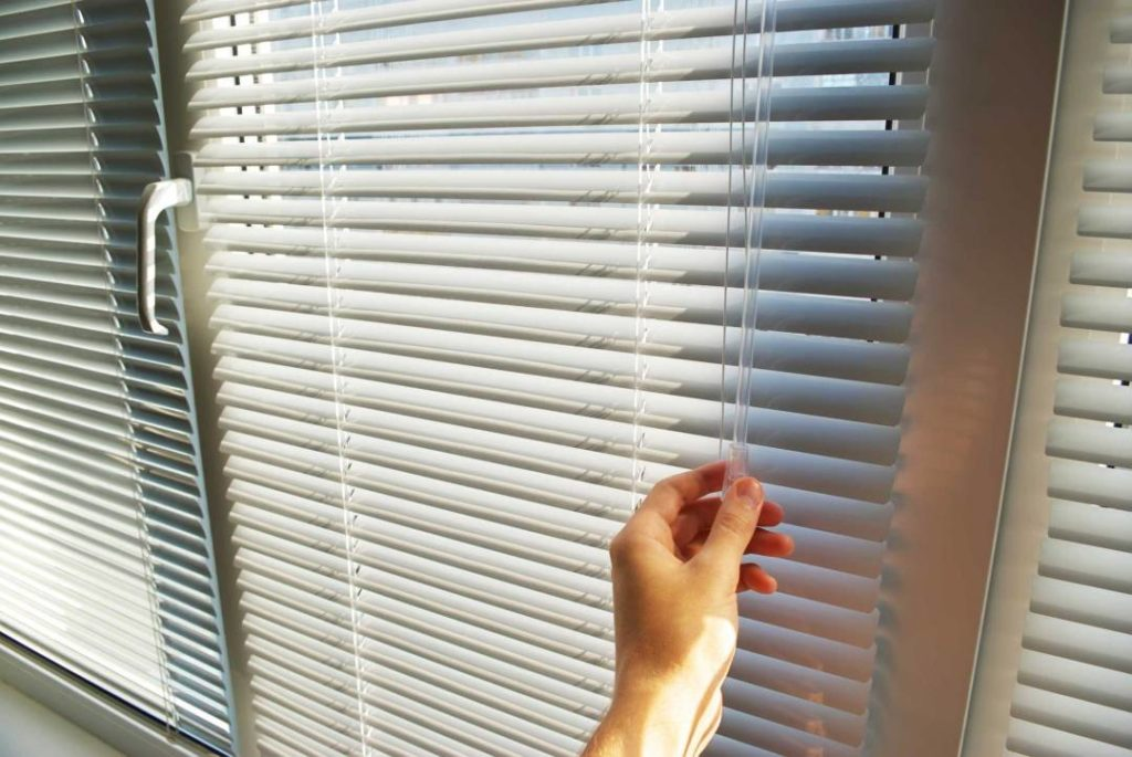 Полуавтоматическое открывание штор