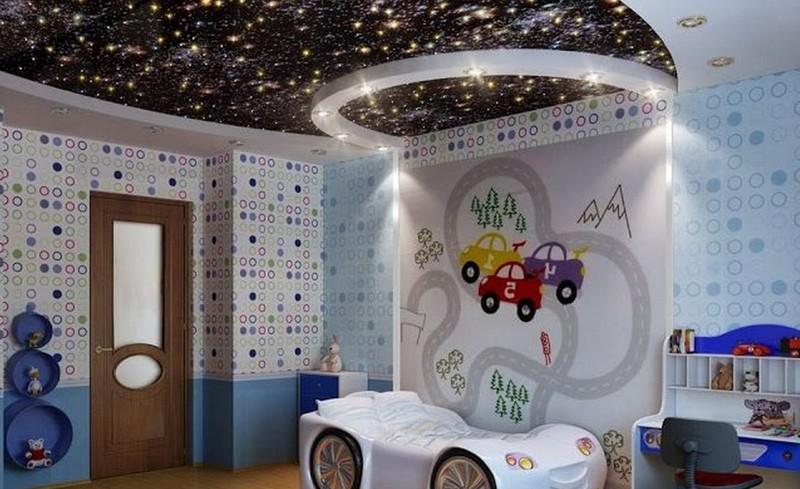 Детская комната с потолком в виде звёздного неба