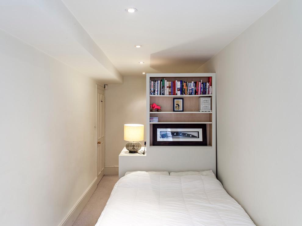Минимализм в узкой спальне
