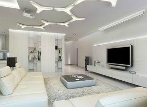 Белая гостиная с необычной конструкцией потолка