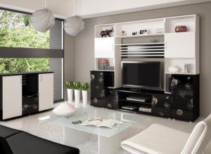 Белая гостиная с небольшим количеством чёрной мебели