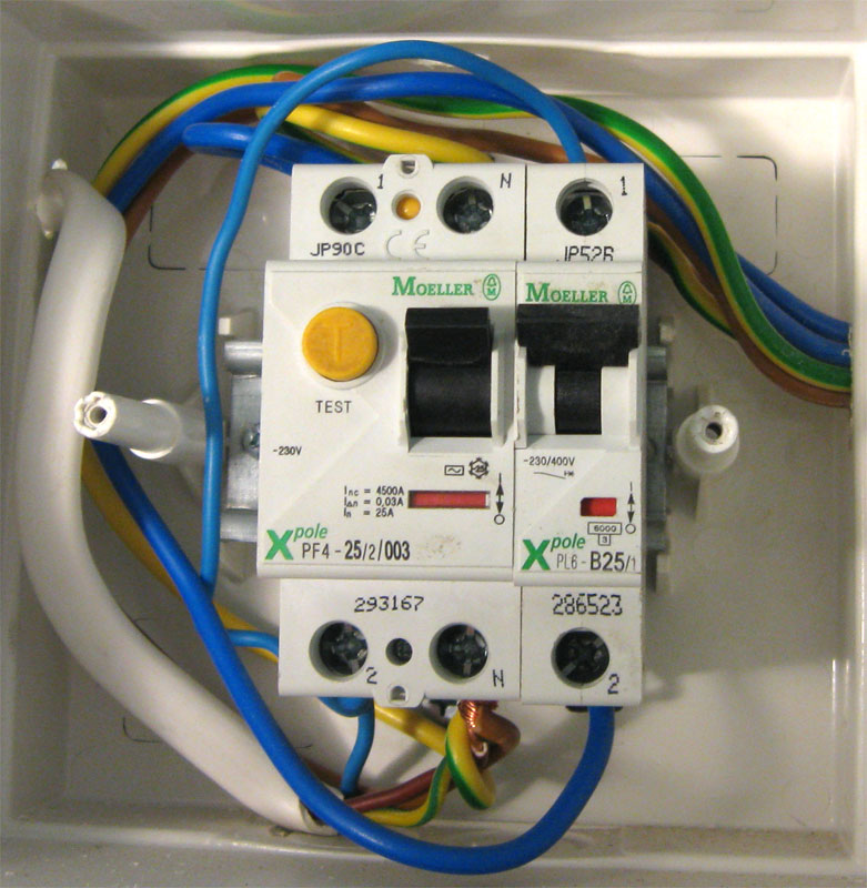 Подключение провода к УЗО