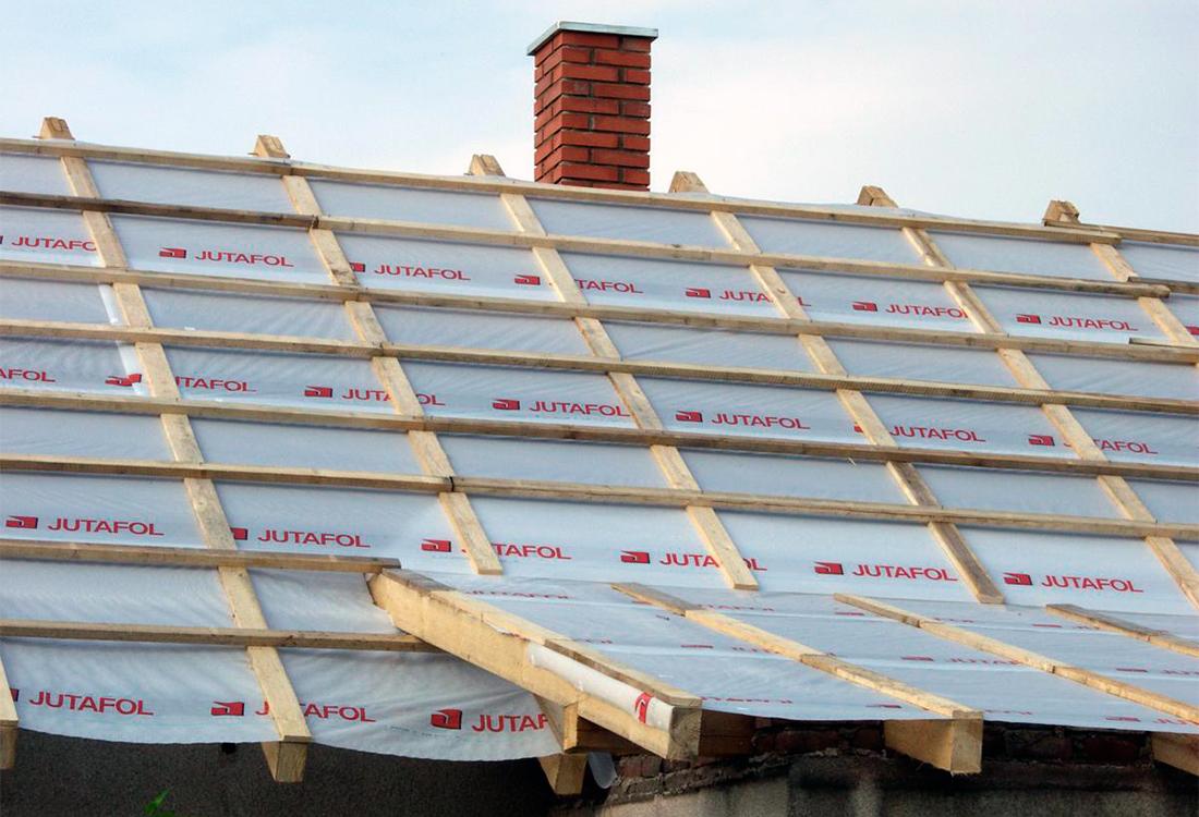 Гидроизоляция крыши: особенности монтажа при небольших вложениях