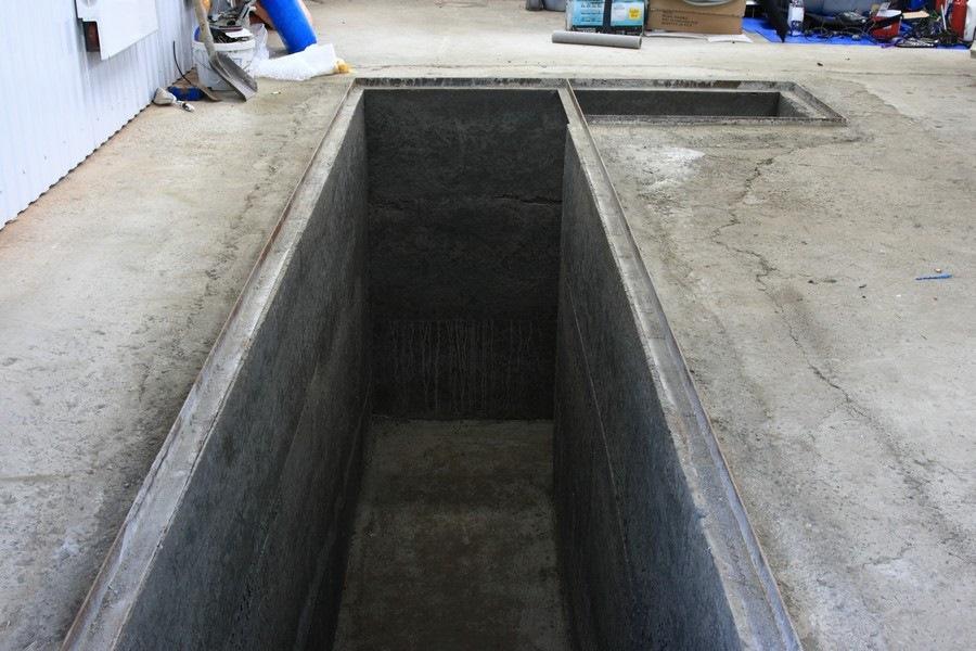 Забетонированная смотровая яма