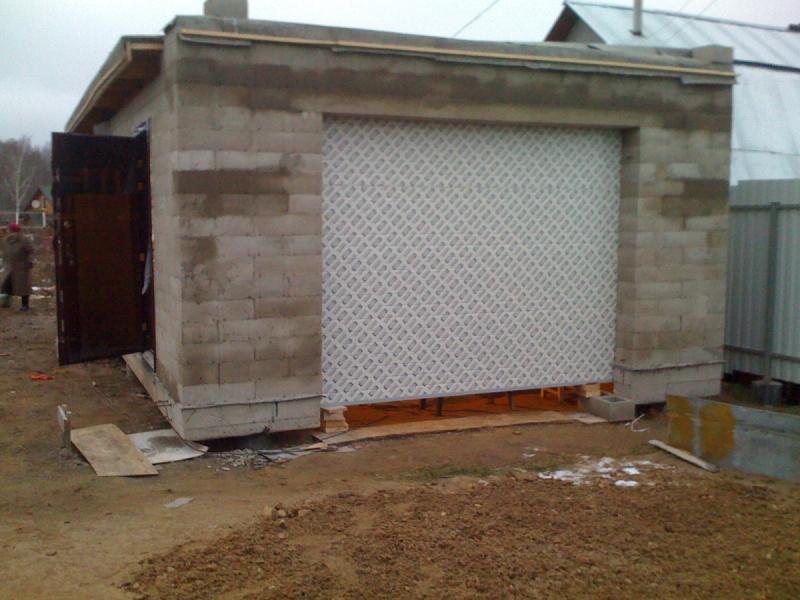 Ворота гаража из пеноблоков