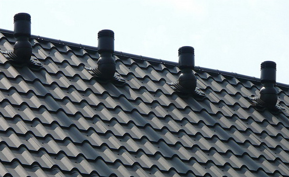 Аэраторы на крыше из металлочерепицы