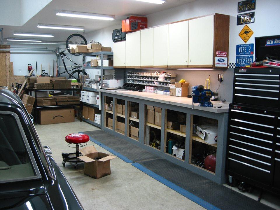 Полки и стеллаж в гараже