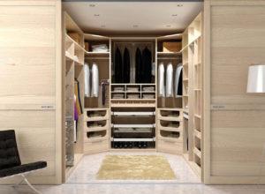 Просторная гардеробная внутри спальни