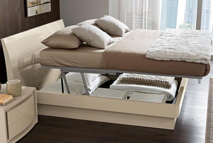 Кровать без ножек для маленькой спальни