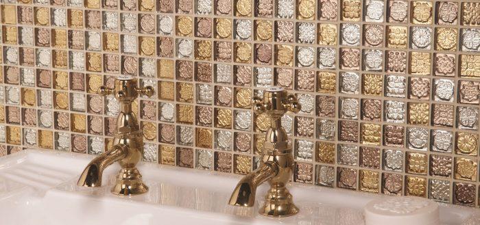 Стеклянная мозаика в ванной комнате