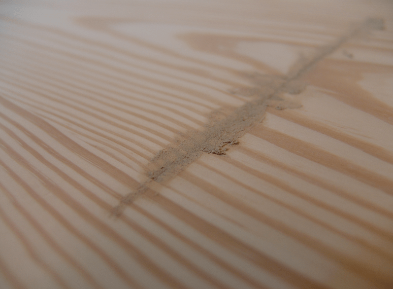Точечная шпаклевка деревянной поверхности