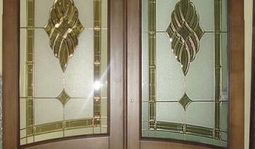 Межкомнатные двери с витражом