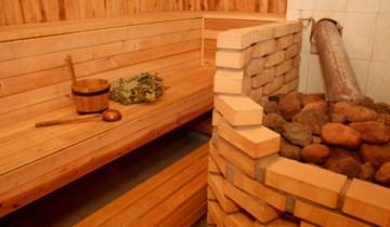 Сауна парилка: отделка деревом и кирпичом