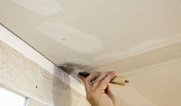 Шпаклевка потолка в процессе