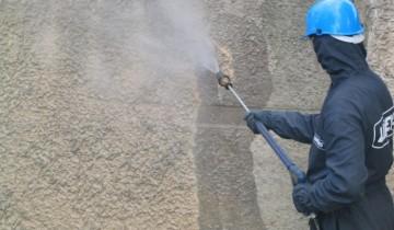 Процесс очистки фасада от грязи, ucoz.ua