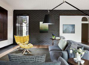 Интерьер в стиле модерн с декоративным кирпичом