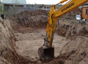 Фото котлована под монолитный фундамент, traktor-operator.ru