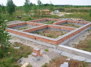 Ленточный фундамент для деревянного дома, dombeton.ru