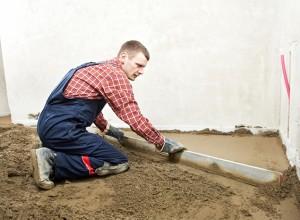 Выравнивание пола песчано-цементной смесью, stroihata.ru