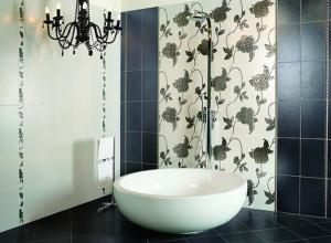 Крупный рисунок на плитке в ванной, kursremonta.ru