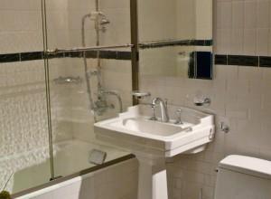 Фото дизайна маленькой ванной комнаты