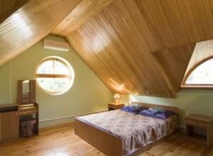 Изображение жилой комнаты в мансарде , strmnt.ru