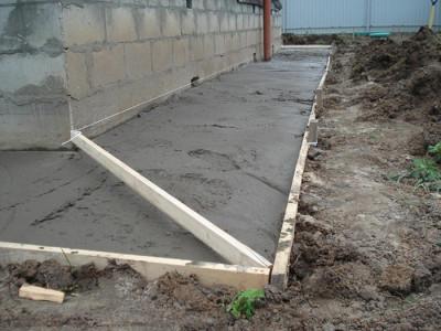 Фотография бетонной отмостки, rus-dom.su