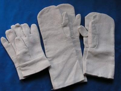На фотографии асбестовые перчатки