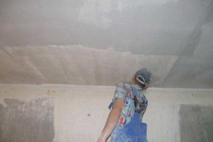 Изображение подготовки потолка к побелке