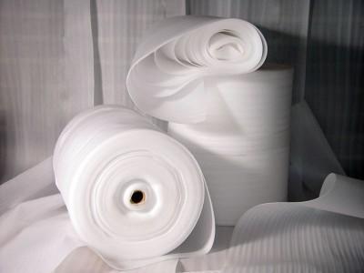 На снимке рулоны подложки