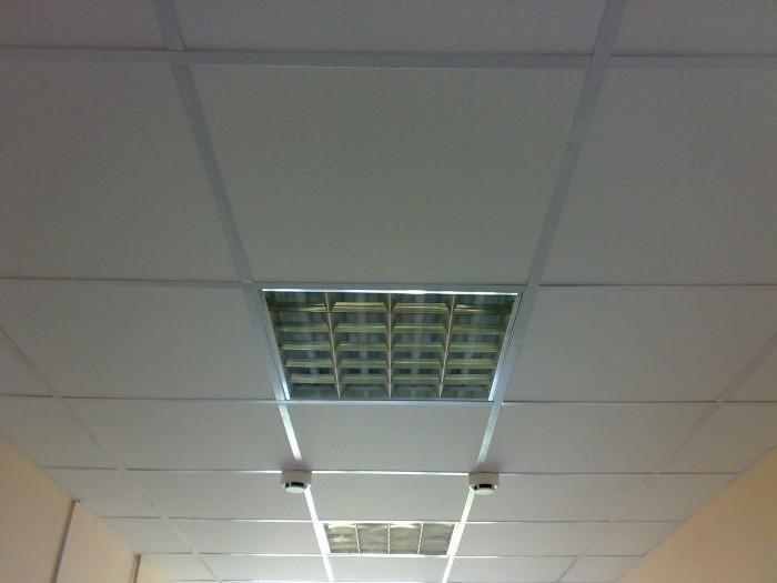 Фотография потолка «Армстронг»
