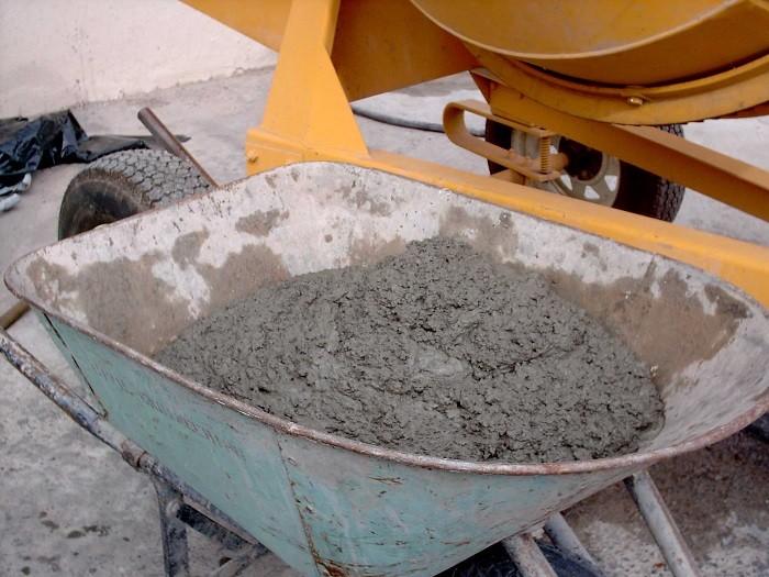 На фото цементный раствор