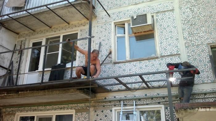 На фото наружная отделка балкона