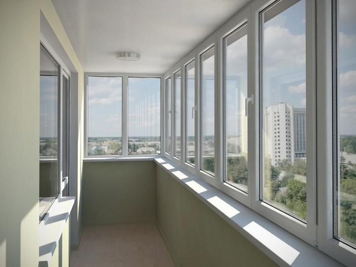 На фото остекление балкона