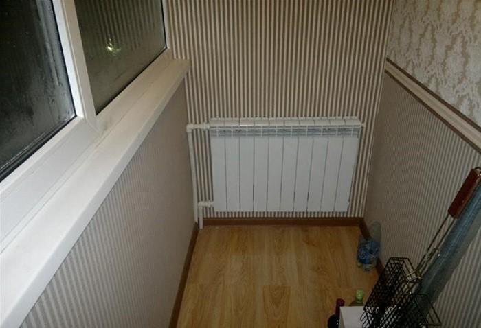 На фото облицовка балкона влагостойким гипсокартоном