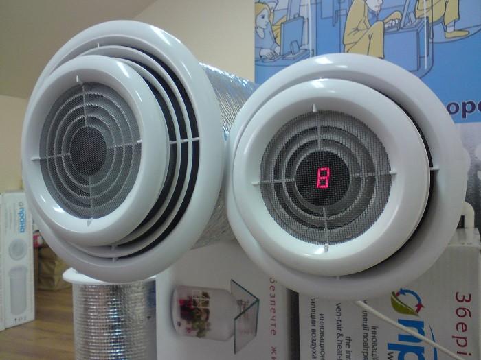 На снимке бытовой вентилятор