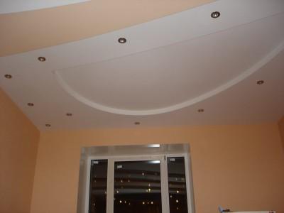 На снимке готовый потолок из гипсокартона