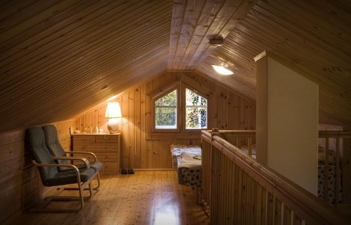 Фотография потолка в деревянном доме