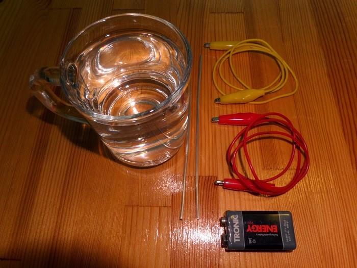 На фото предметы для ионизатора