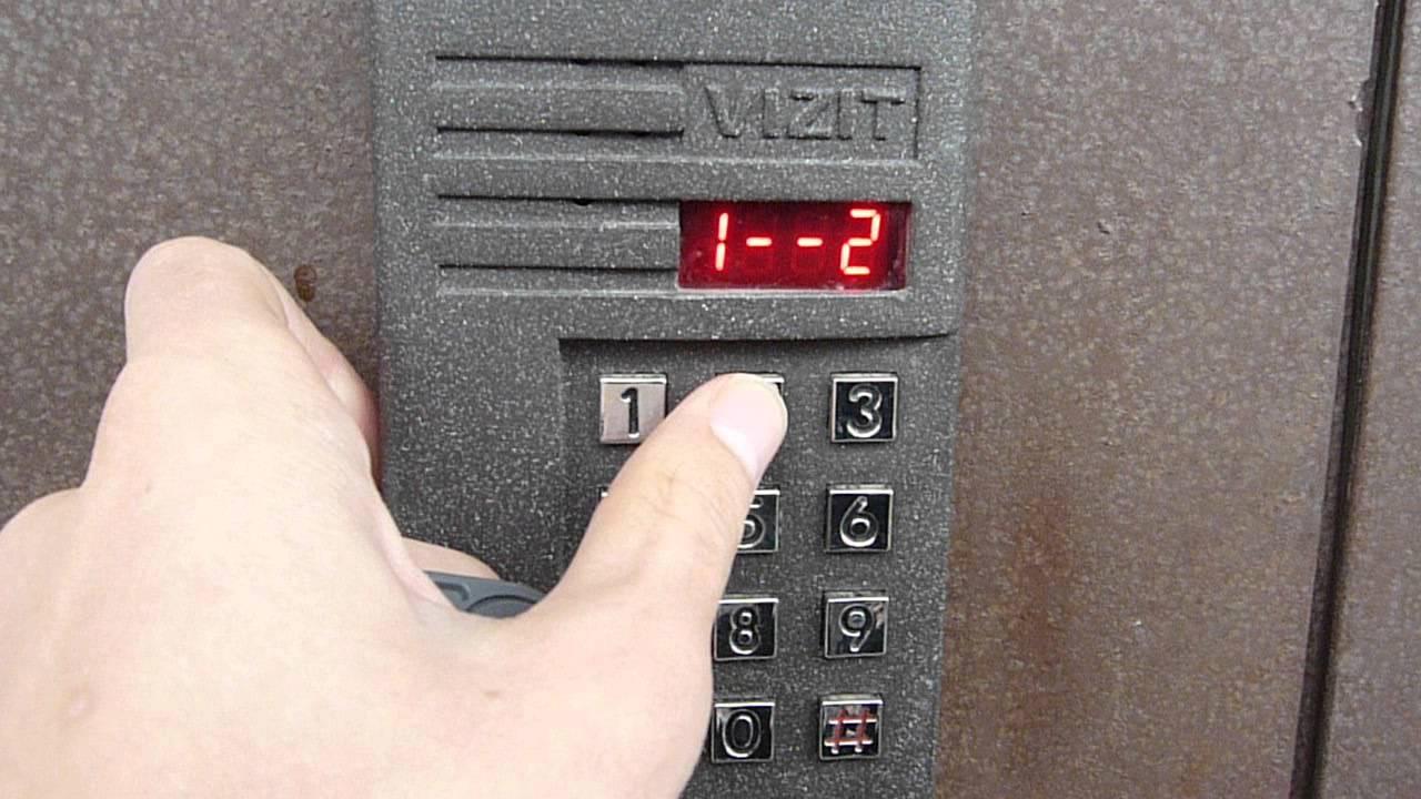 Как открыть дверь с домофоном без магнита