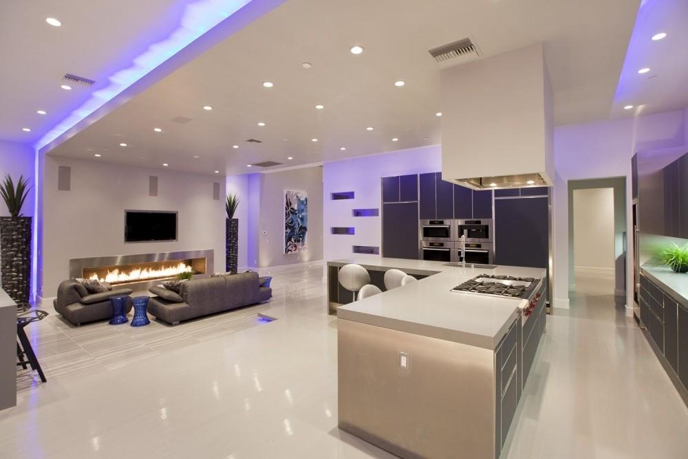 Натяжные потолки с подсветкой — использование в интерьере