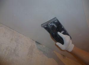 Как шпаклевать потолок — советы мастера