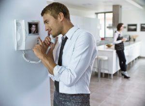Как установить домофон в квартиру своими руками