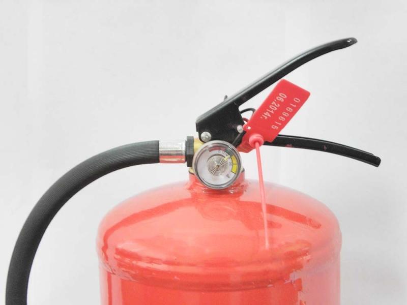 Порошковый огнетушитель и особенности его использования