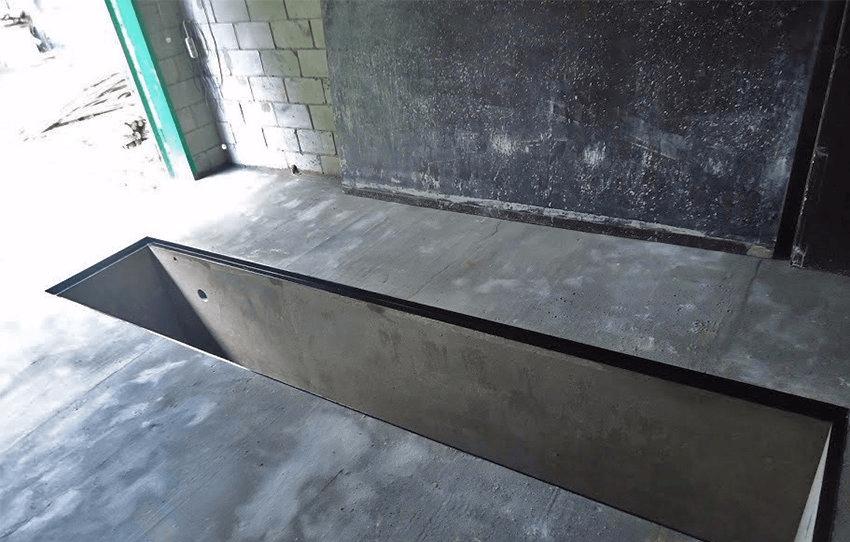 Бетонный пол в гараже со смотровой ямой