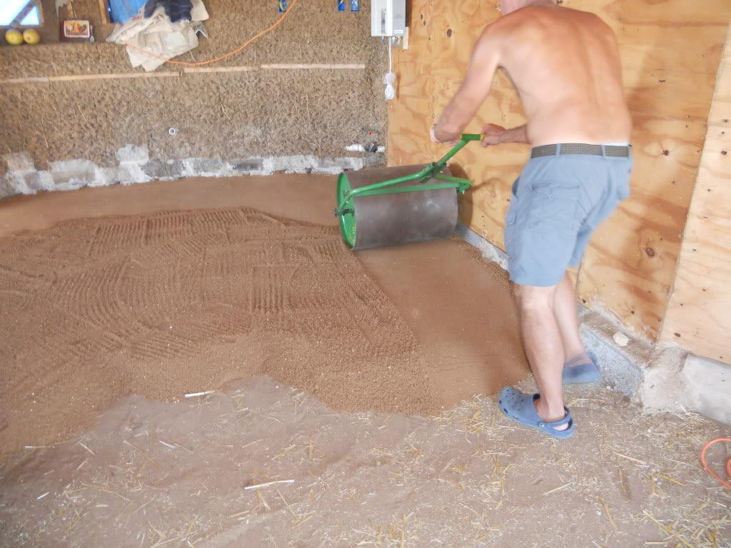 Укладка глиняной прослойки