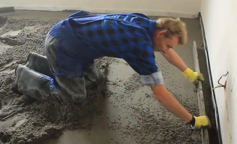 Заливка и выравнивание чернового бетона