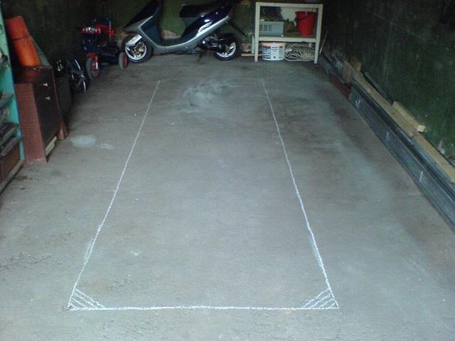 Разметка пола в помещении гаража